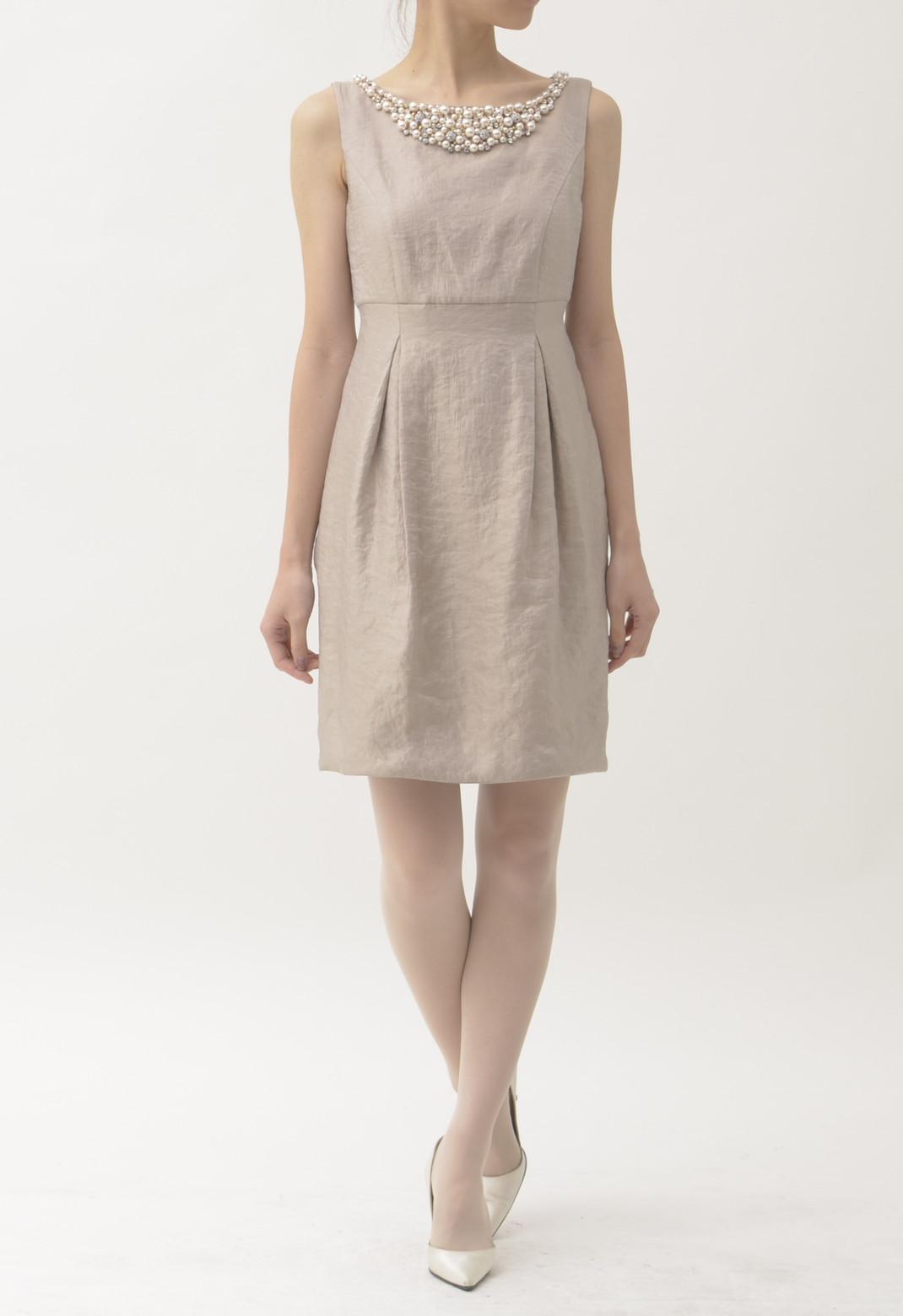 ネックパールビジュー飾り ノースリーブドレス