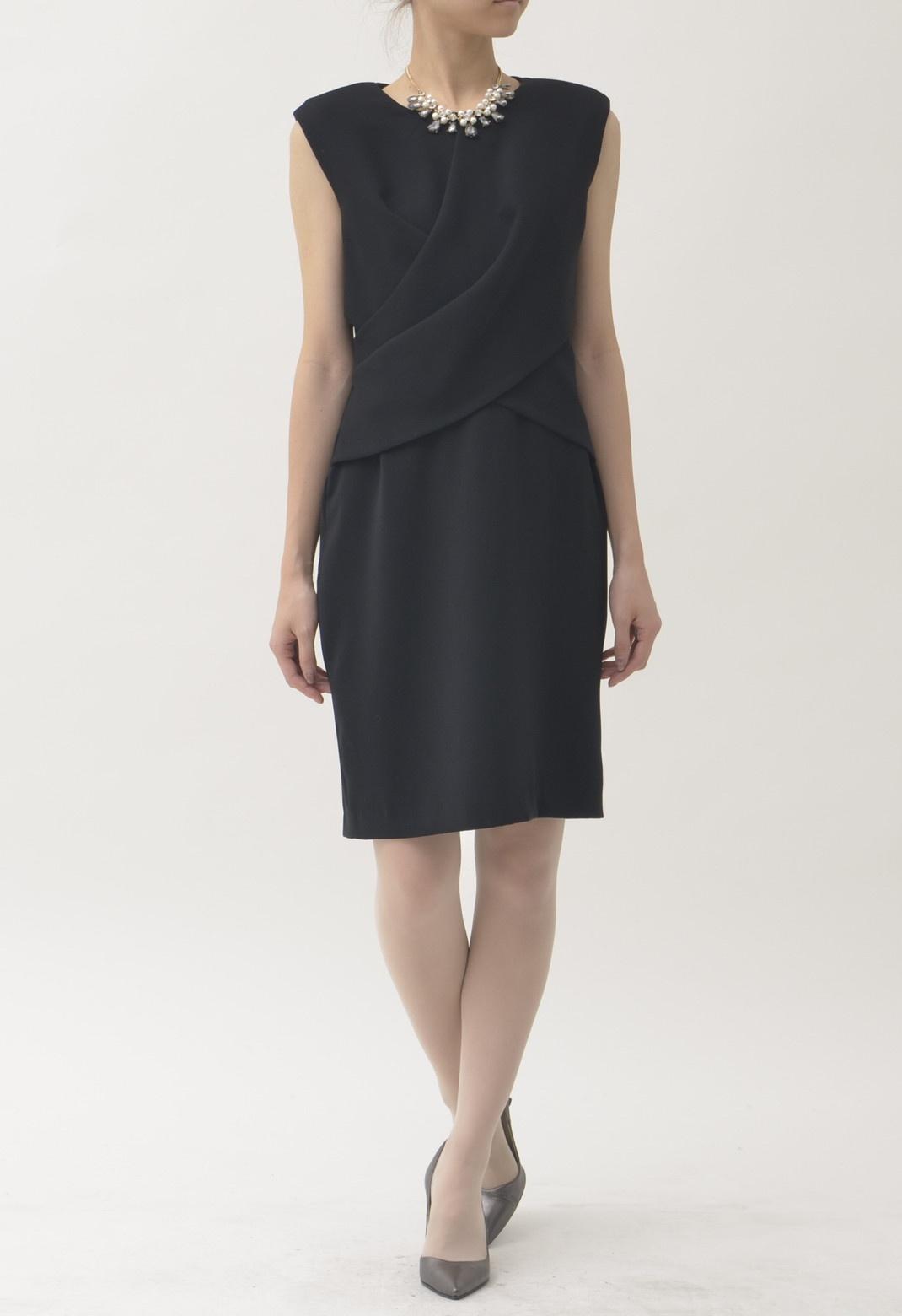 フロントツイスト ラウンドネックドレス ブラック