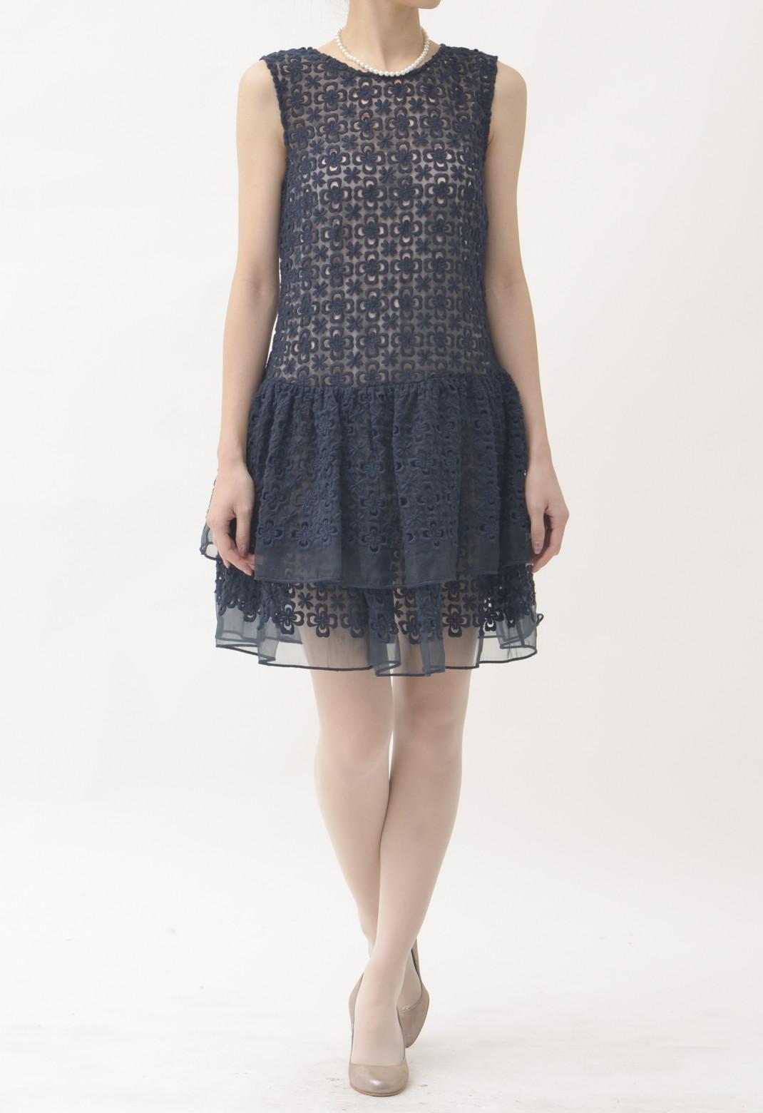 フラワーエンブロイダリー × ティアードスカート ノースリーブドレス