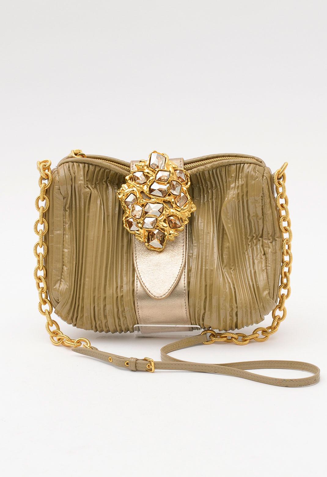 ミュウミュウ ゴールド ビジュー飾り × パテントレザー ショルダーバッグ