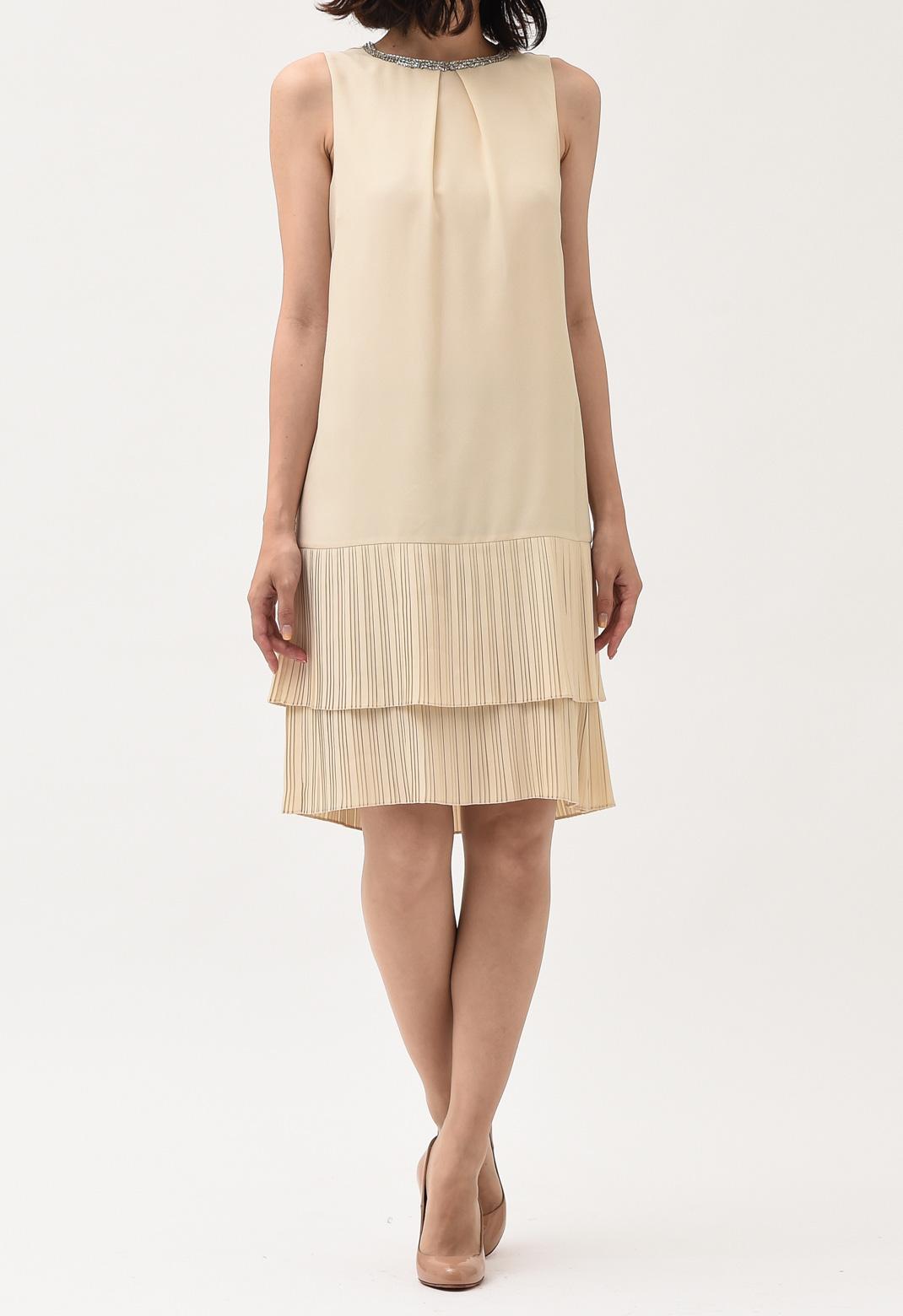 ネックビジュー飾り 裾プリーツ ノースリーブ ドレス