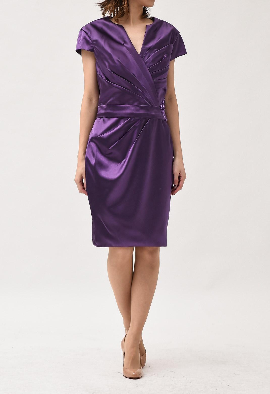 ウエストビジュー飾り Vネック 半袖ドレス